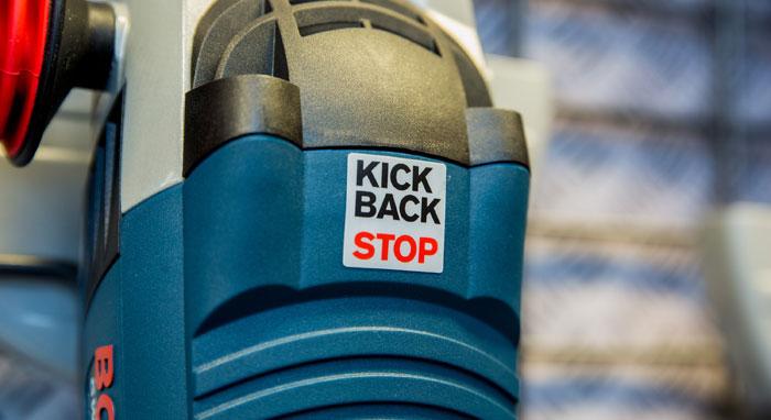 Se etter denne neste gang du besøker en TOOLS-butikk: Dette lille merket finnes på en del kraftverktøy, og det kan redde håndleddet eller enda viktigere kroppsdeler når uhellet er ute. (Foto: Story Labs)